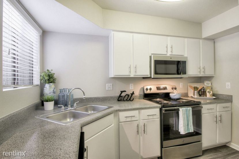 Off I-10 and Warner in Ahwatukee - 1490USD / month