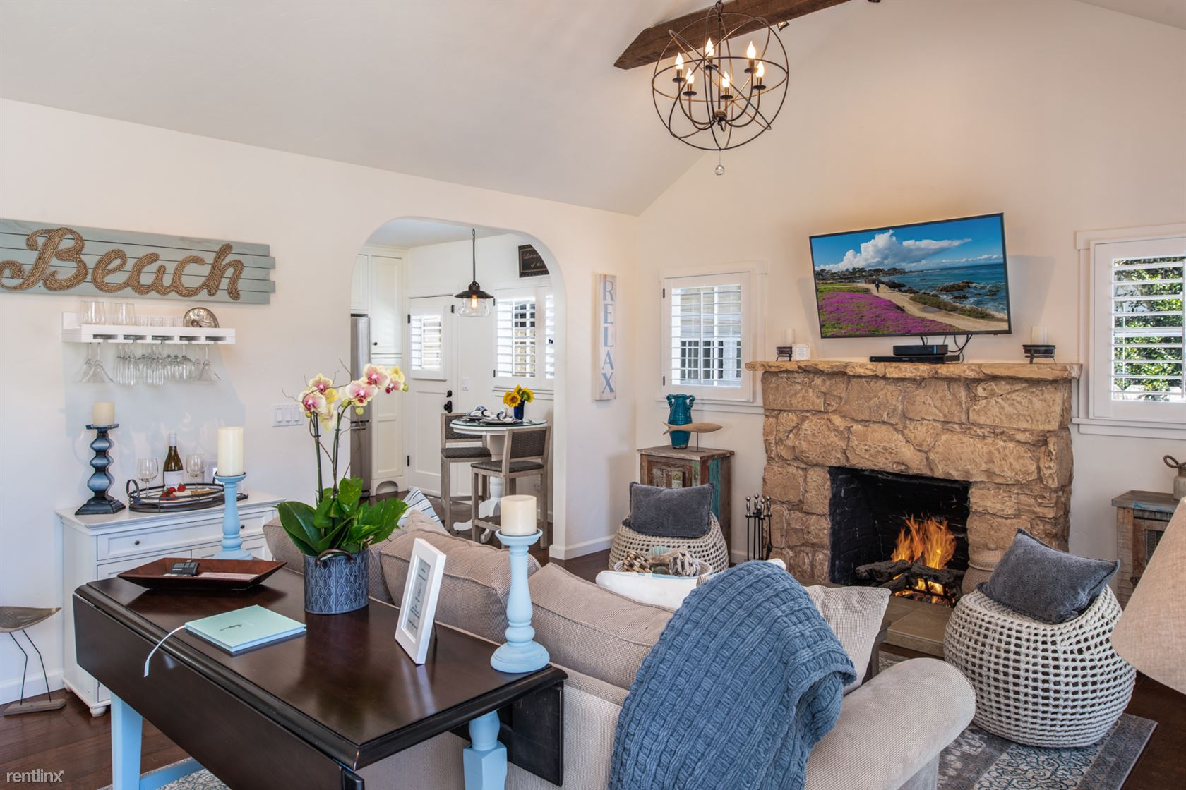 230 Bentley St, Pacific Grove, CA - $3,210 USD/ month