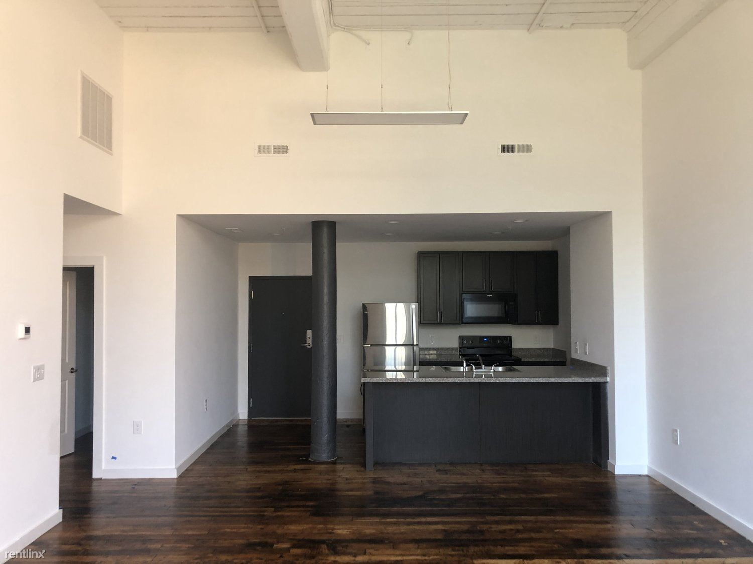 240 4th St - 1265USD / month