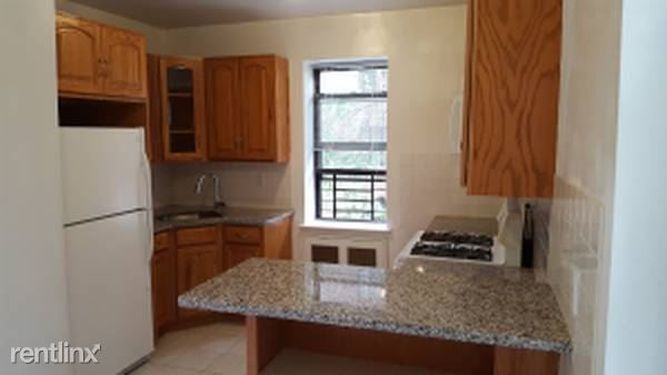 Main St, White Plains, NY - $2,050 USD/ month
