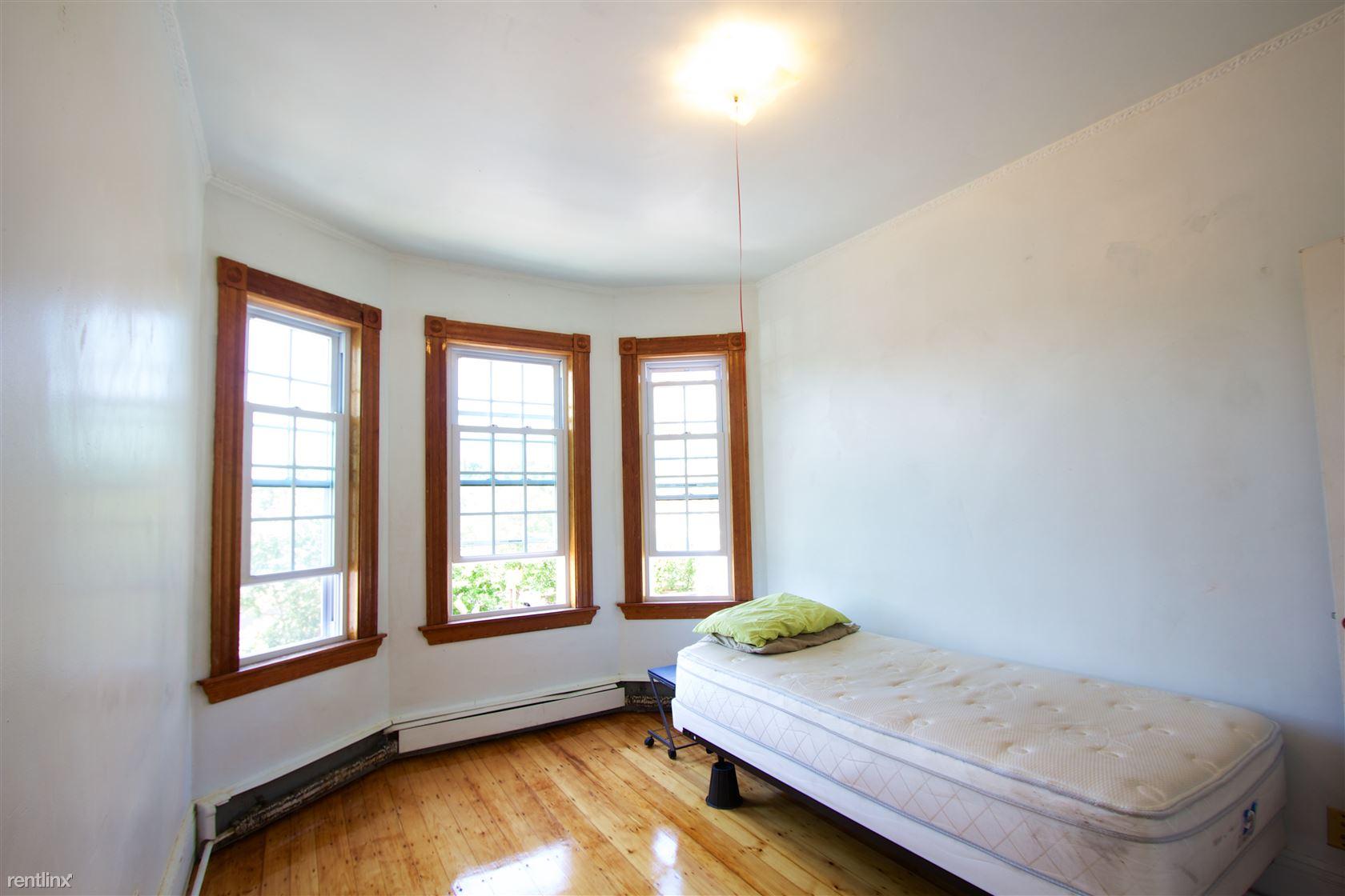 235 Heath St, Boston, MA - $800 USD/ month