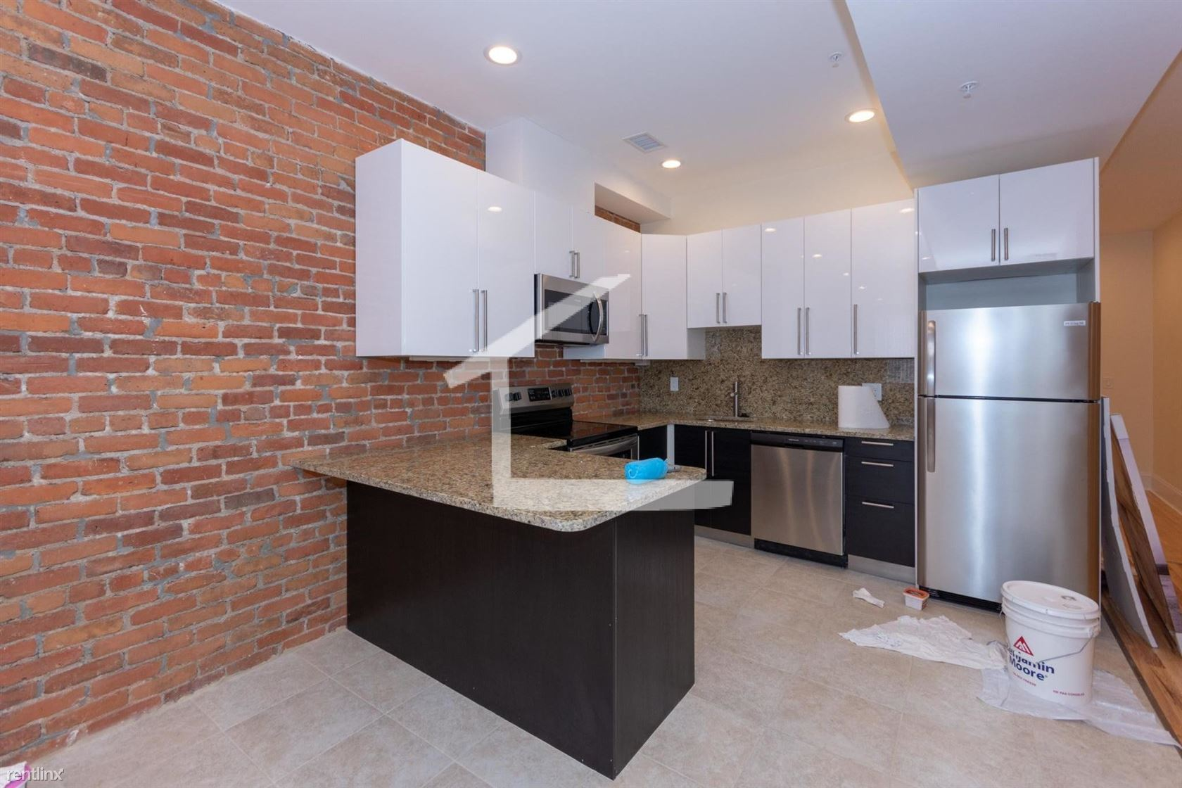 1032 Commonwealth Ave Unit 1 - 4700USD / month