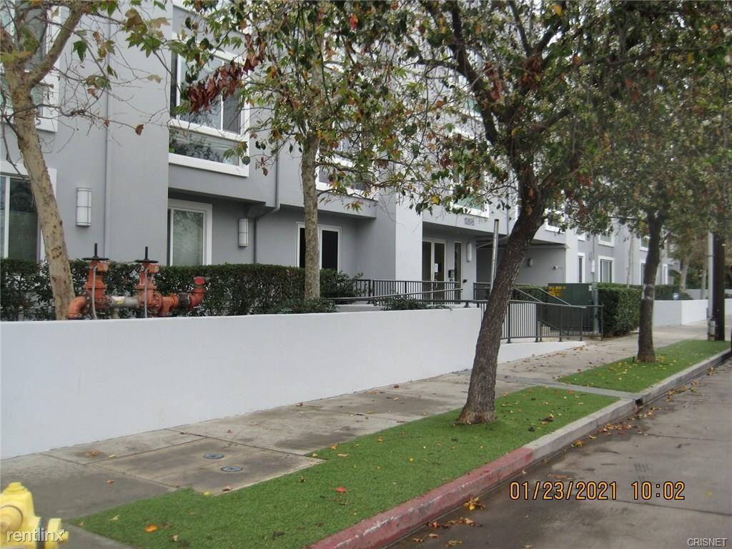 10878 Bloomfield St Apt 404, Toluca Lake, CA - $3,300 USD/ month