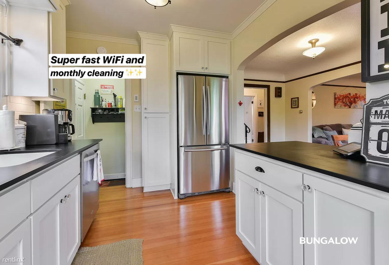 4736 SW Beaverton Hillsdale Hwy, Portland, OR - $810 USD/ month