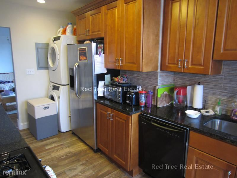 11 Babcock St 3, Brookline, MA - $6,200 USD/ month