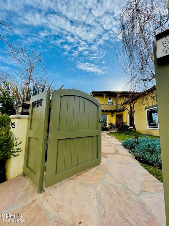 902 S Burnside Ave, Los Angeles, CA - $7,995 USD/ month