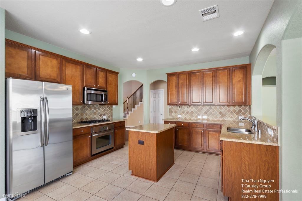 30041 Willow Walk Ln, Brookshire, TX - $2,500 USD/ month