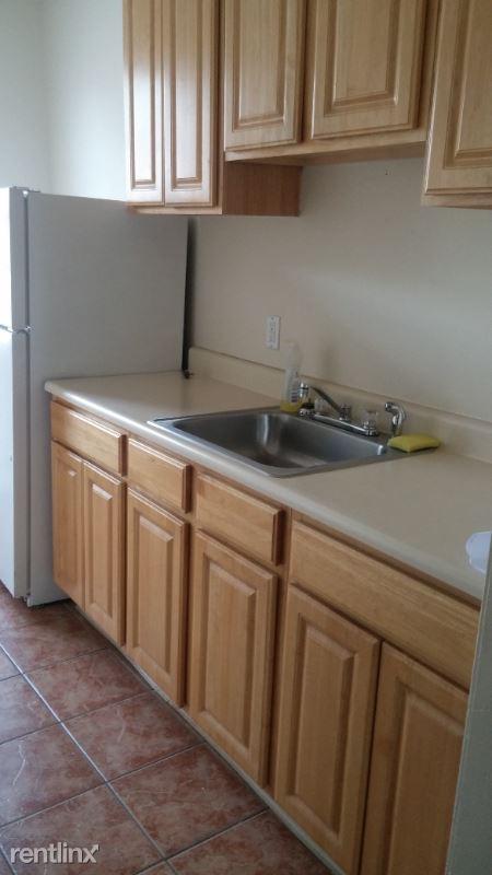 963 Capitol Avenue, Hartford, CT - 750 USD/ month