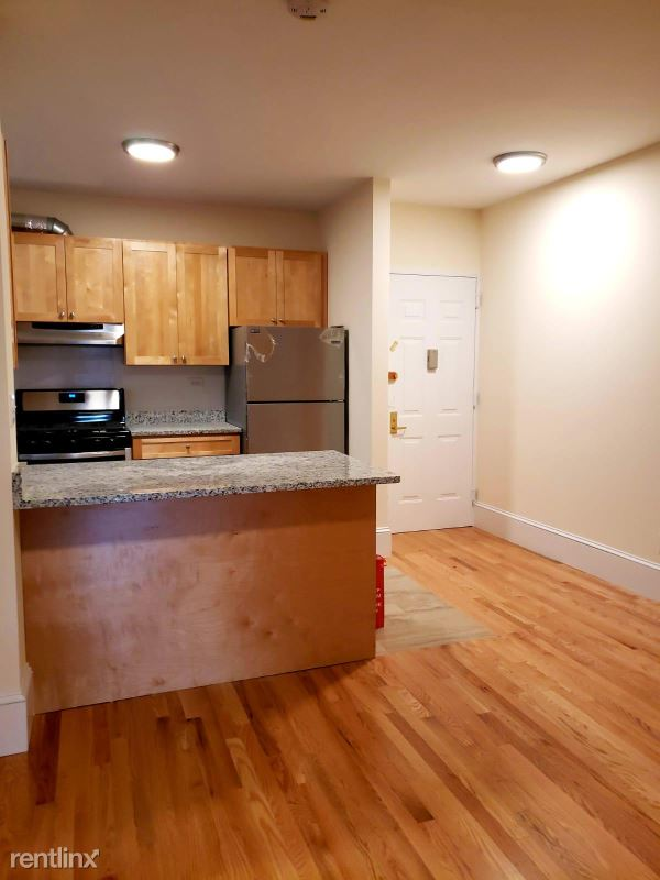 east 78th street, New York, NY - $1,595 USD/ month