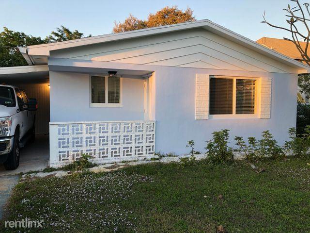 221 SE 2nd Ave, Boynton Beach, FL - $2,200 USD/ month