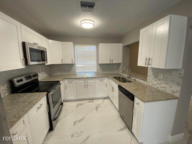 175 SE 27th Pl, Boynton Beach, FL - $2,800 USD/ month