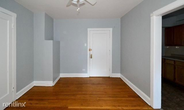 4604 N Beacon St, Chicago, IL - $720 USD/ month