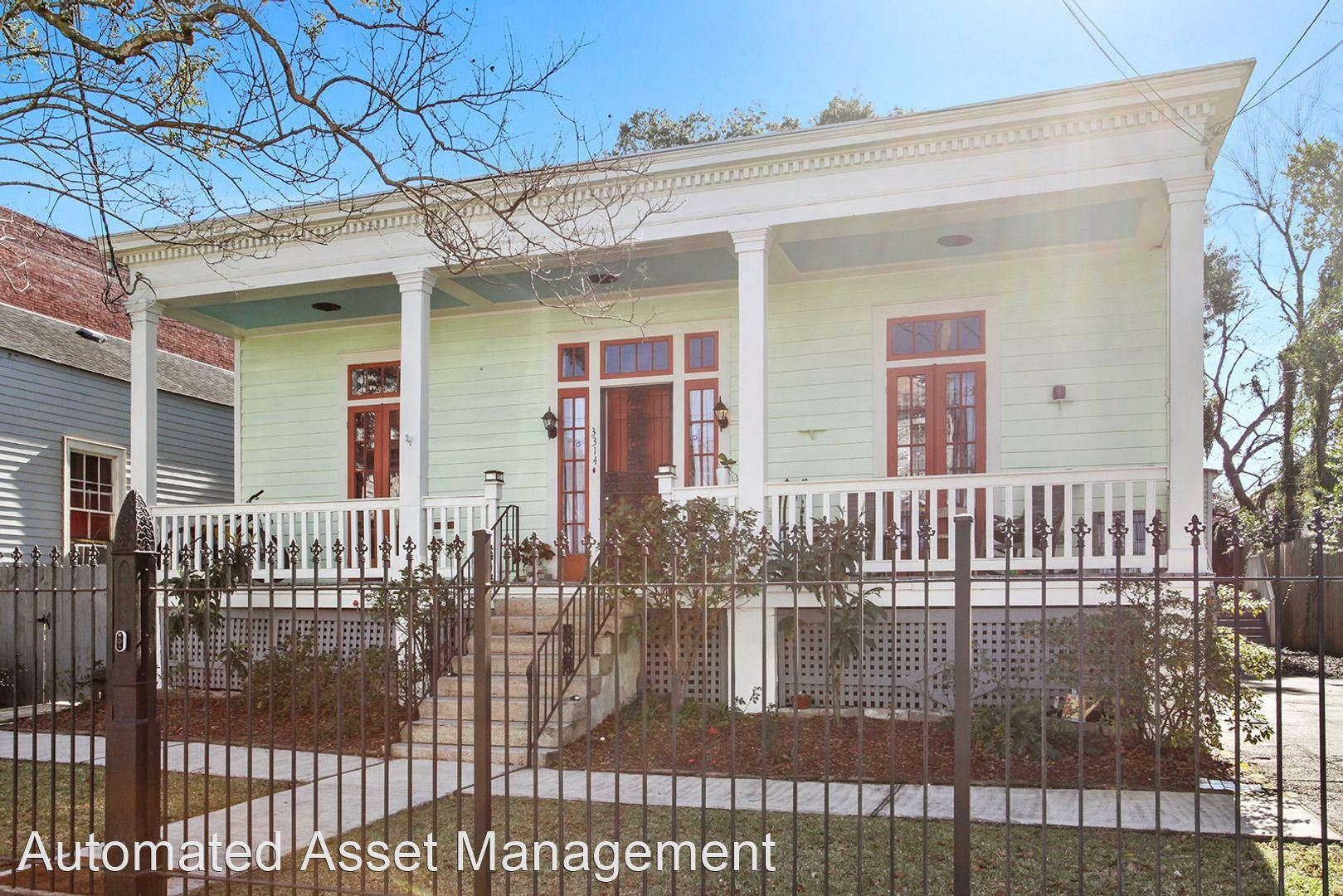 3314 Carondelet St., New Orleans, LA - $1,300 USD/ month