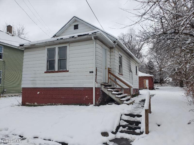 841 Wallis Avenue, Sharon, PA - $525 USD/ month