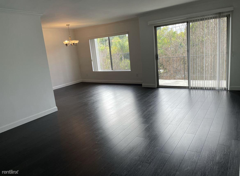 4758 Forman Ave, Toluca Lake, CA - $2,295 USD/ month