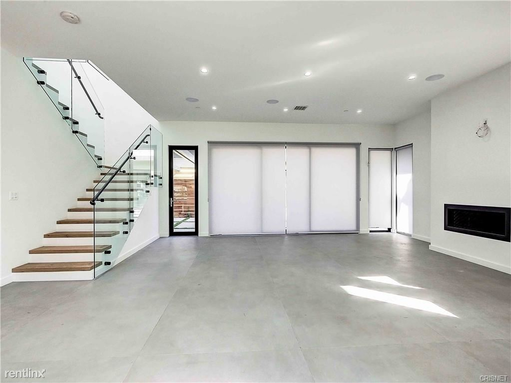 370 N San Vicente Blvd, West Hollywood, CA - $6,495 USD/ month