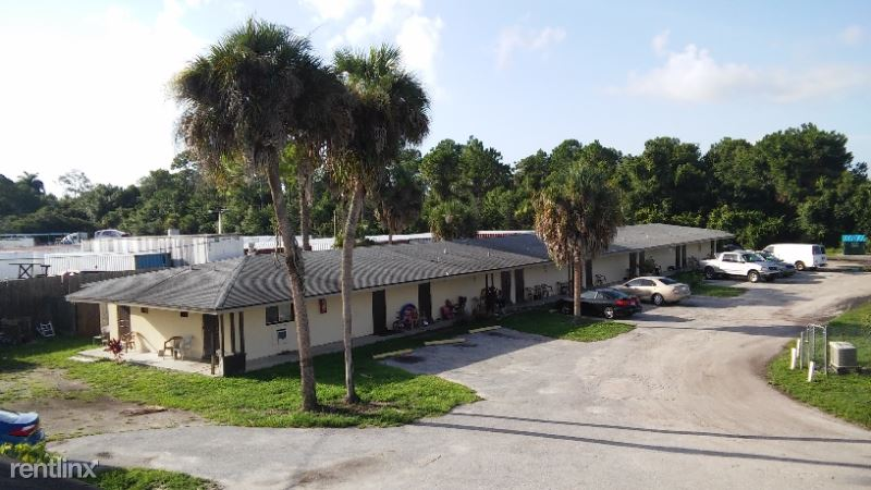 2000 N Tamiami Trl 1, North Fort Myers, FL - $895 USD/ month