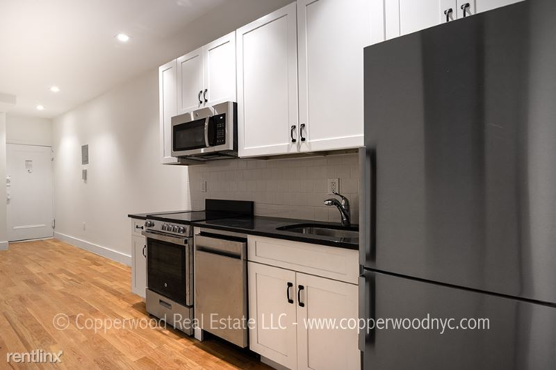 121 East 82nd Street 6, Upper East Side Manhattan, NY - $2,695 USD/ month