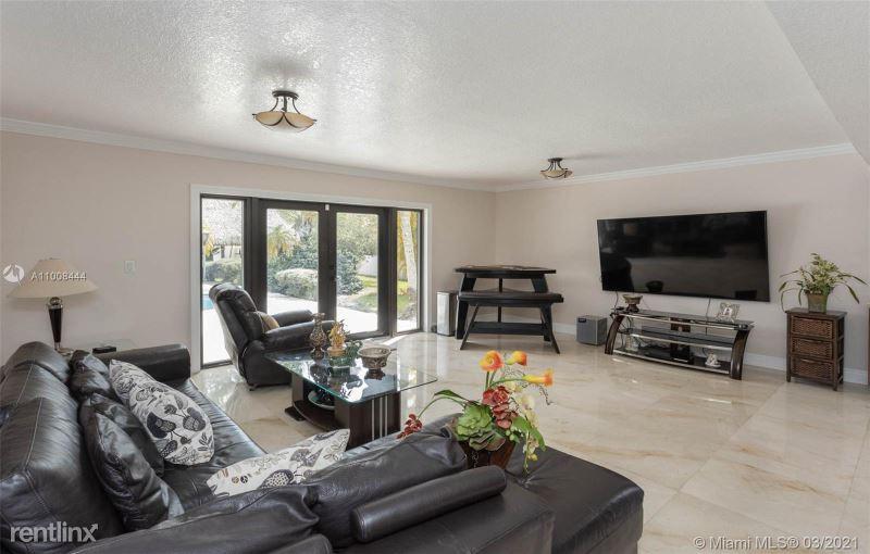 261 SW 129th Ave, Miami, FL - $7,999 USD/ month