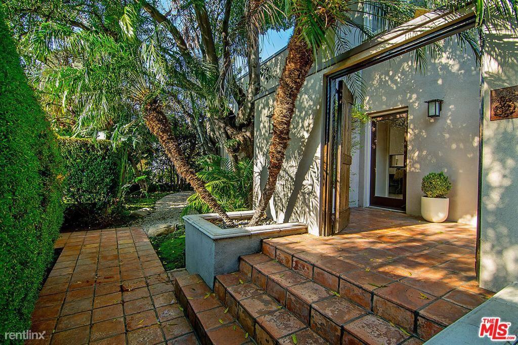 1516 N Genesee Ave, Los Angeles, CA - $8,950 USD/ month