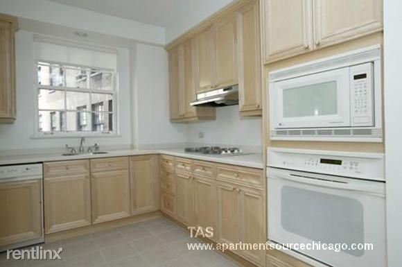 N Lake Shore Dr, Chicago, IL - $6,395 USD/ month