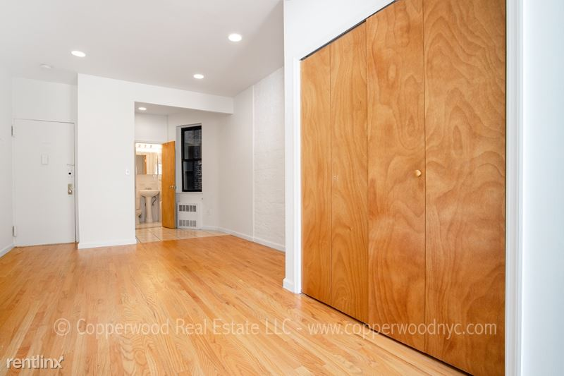 430 East 89th Street 2D, Upper East Side Manhattan, NY - $1,733 USD/ month