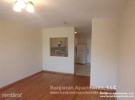 116 Spring Street 0c8, West Roxbury, MA - $1,350 USD/ month