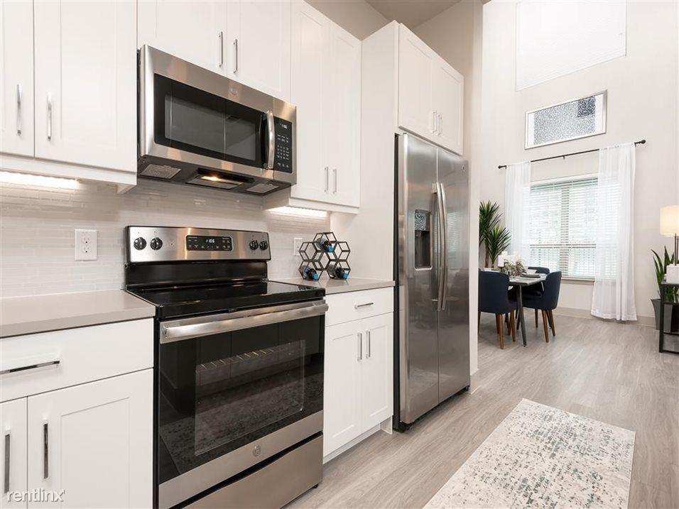 7108 E Lowry Blvd, Denver, CO - $2,895 USD/ month