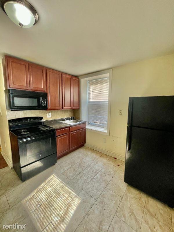 77 Bergen Ave 3F, Jersey City, NJ - $1,474 USD/ month