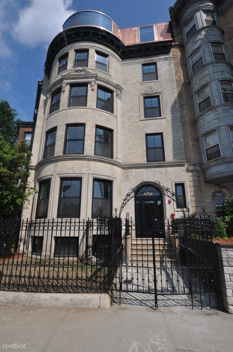 877 Beacon St - 4800USD / month