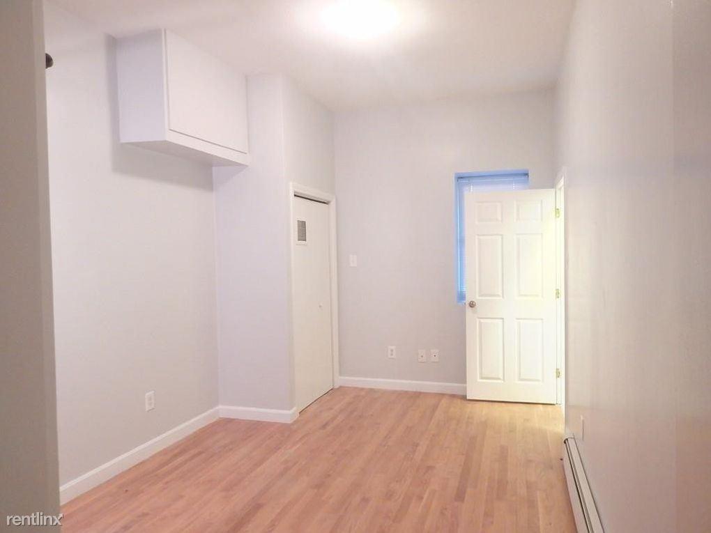 345 Meridian St, Boston, MA - 1,400 USD/ month