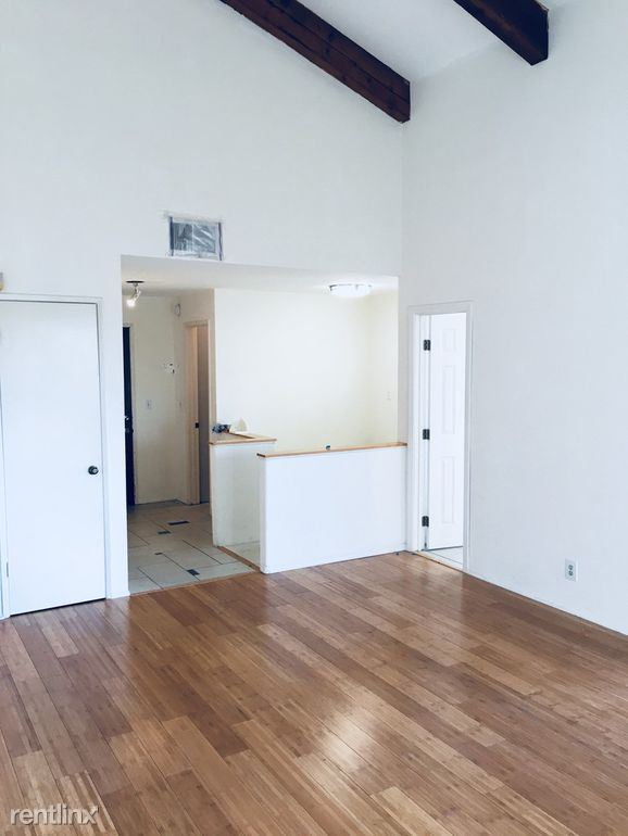 4542 Coldwater Canyon Ave, Studio City, CA - $1,100 USD/ month