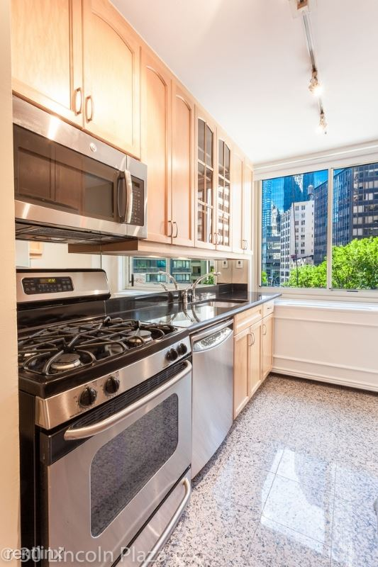 31 W 63rd St, New York, NY - $13,400 USD/ month