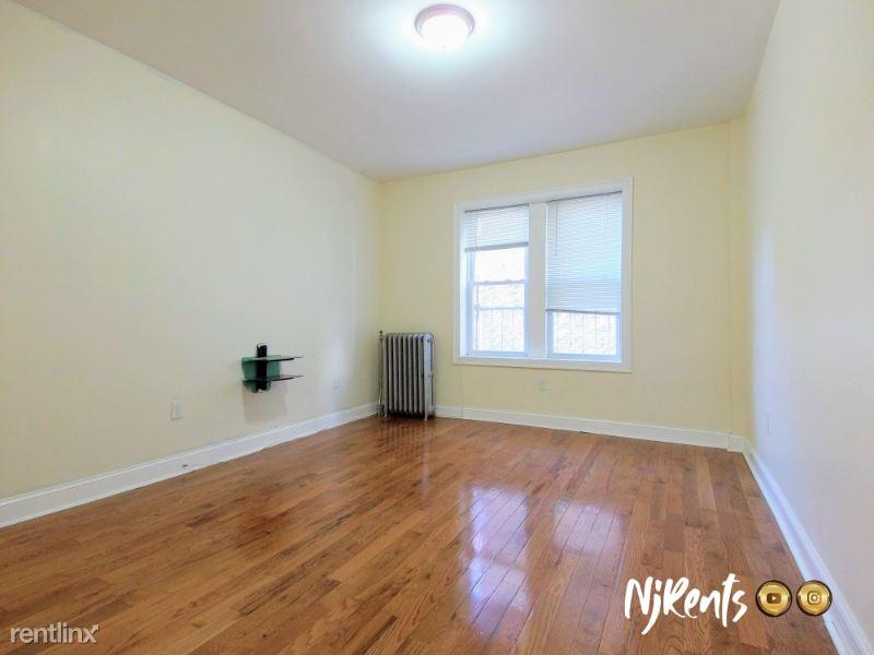 565 Bergen Ave, Jersey City, NY - $1,350 USD/ month