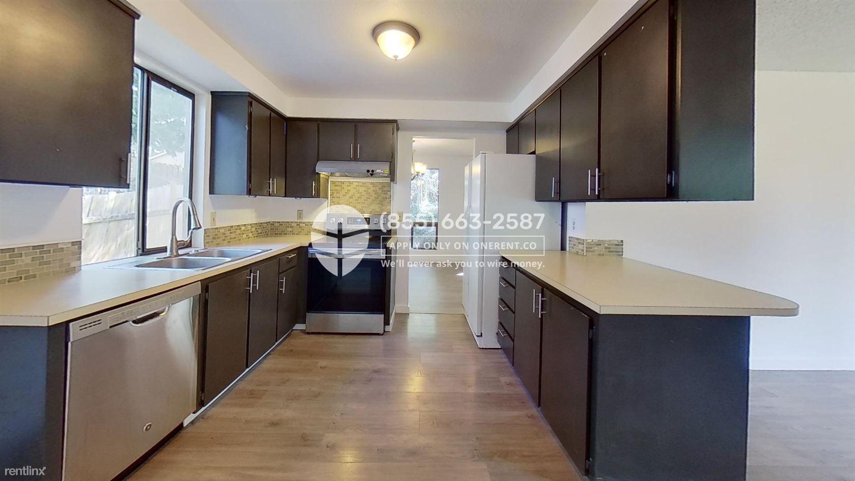 9101 NE 142nd Way, Kirkland, WA - $2,599 USD/ month