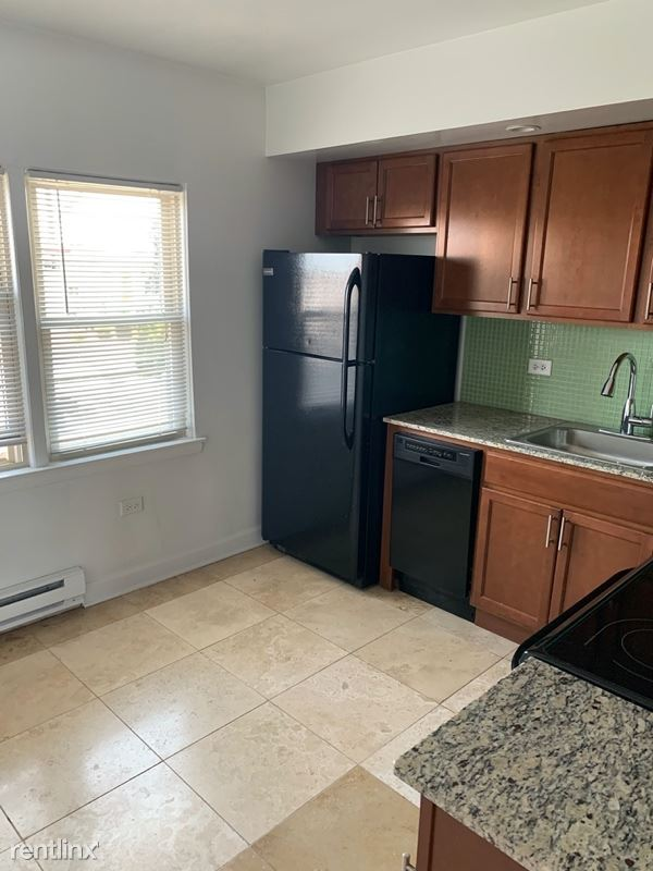7626 N Milwaukee Ave, Niles, IL - $1,300 USD/ month