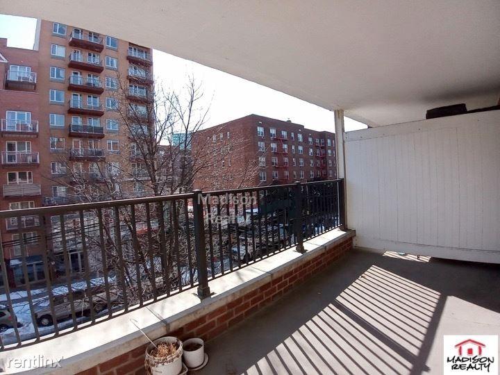 Bowne St, Flushing, NY - $2,495 USD/ month