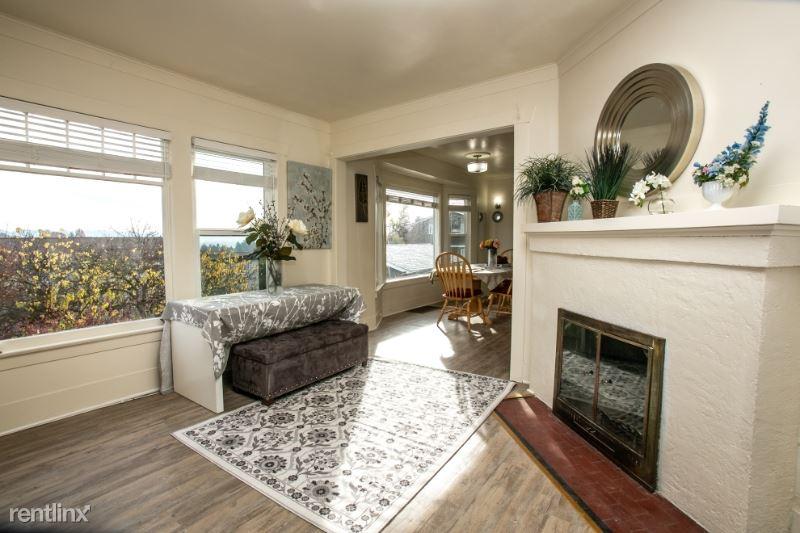 2407 E Ward St Main, Seattle, WA - $2,490 USD/ month
