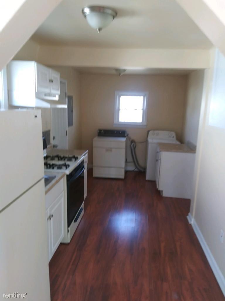8419 Republic Ave, Warren, MI - $850 USD/ month