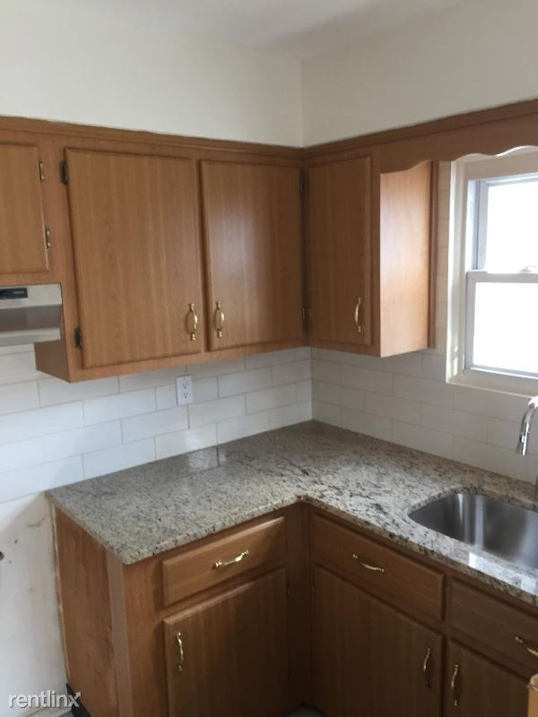 73 Plymouth Rd, Staten Island, NY - $2,500 USD/ month