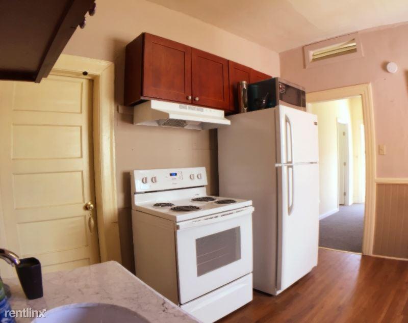 1008 E John St, Seattle, WA - $2,490 USD/ month
