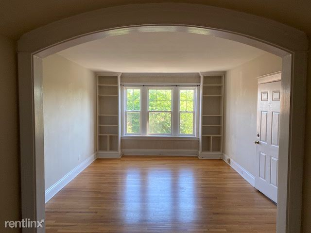 6310 Northwood Ave 3rd floor, Clayton, MO - $2,100 USD/ month