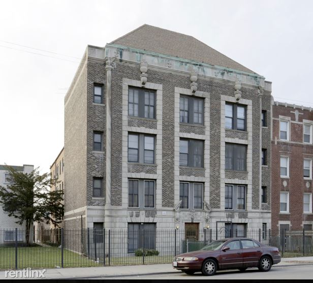 156 N Central Ave 402, Chicago, IL - $500 USD/ month