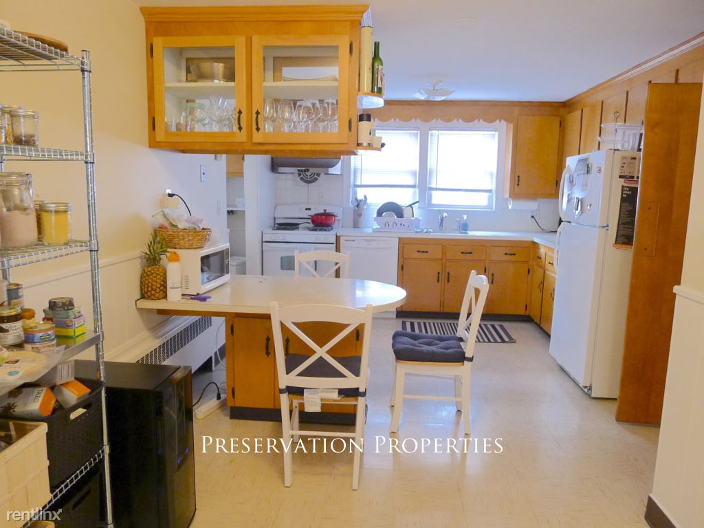15 Broadway Ter, Newtonville, MA - $2,300 USD/ month