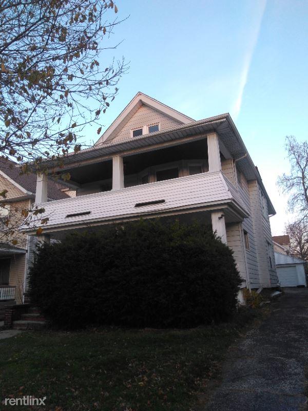 1297 Warren, Lakewood, OH - $1,200 USD/ month