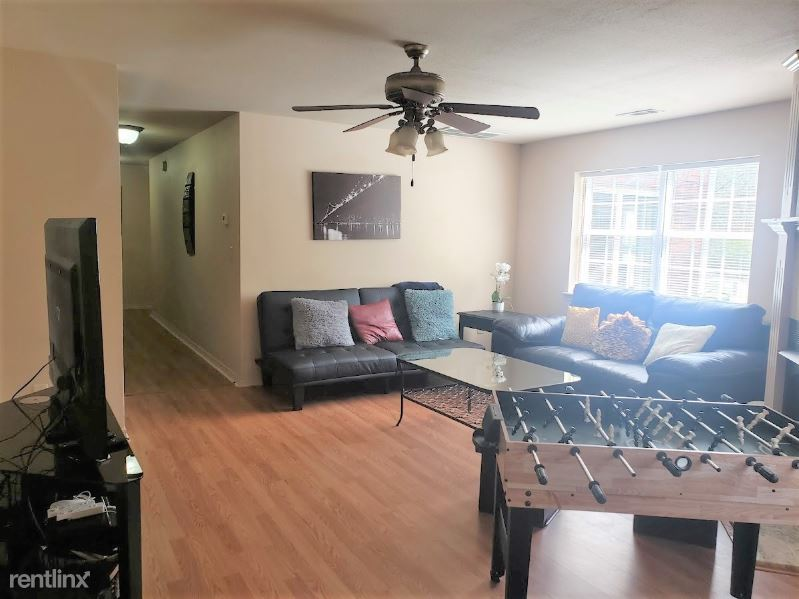 3043 W Marigold Dr, Fayetteville, AR - $2,800 USD/ month