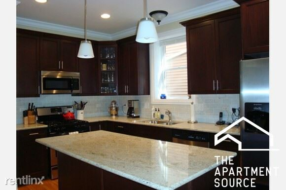 2847 N Southport Ave, Chicago, IL - $5,200 USD/ month