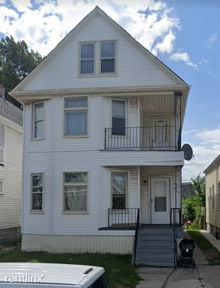 3876 Evaline St, Hamtramck, MI - $700 USD/ month