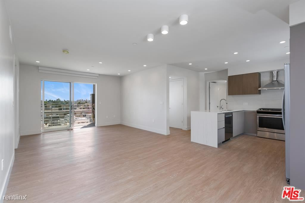 11837 Mayfield Ave # PH5, Los Angeles, CA - $7,400 USD/ month