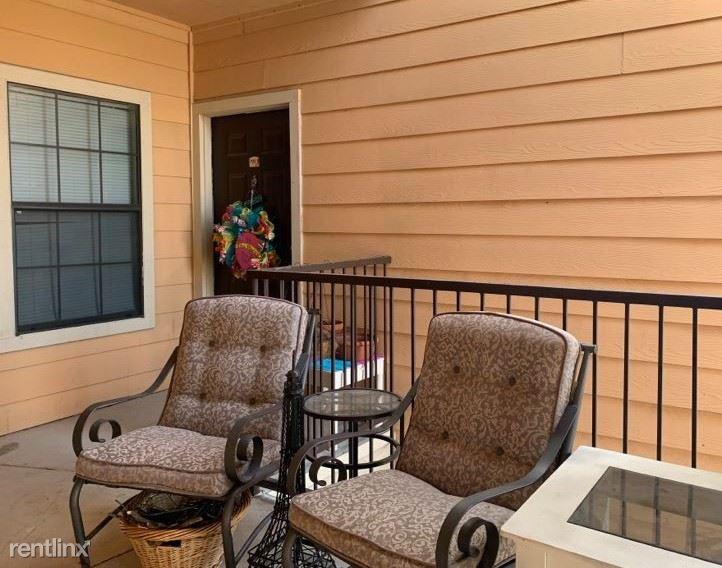 4950 Woodstone Dr, San Antonio, TX - $450 USD/ month